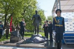 В Воронеже открыли единственный в мире памятник фронтовому почтальону