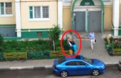 Воронежских выпускников, занимающихся любовью во дворе, сняли на видео
